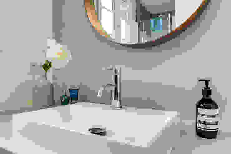 salle de bain, Projet Crimée, architectes intérieurs: Carla Lopez et Margaux Meza Salle de bain moderne par Transition Interior Design Moderne Bois Effet bois