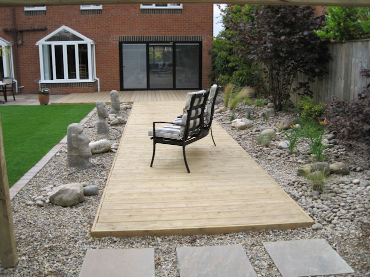 Deck 'pier' from bifold doors de Mike Bradley Garden Design