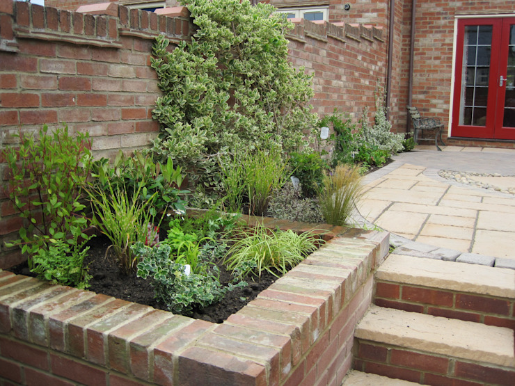 New steps and recycled planting por Mike Bradley Garden Design