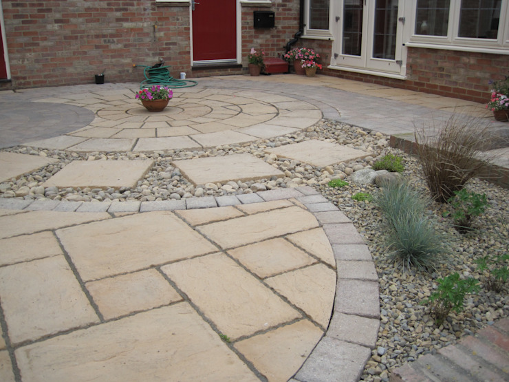Mixed materials - interesting but low maintenance por Mike Bradley Garden Design