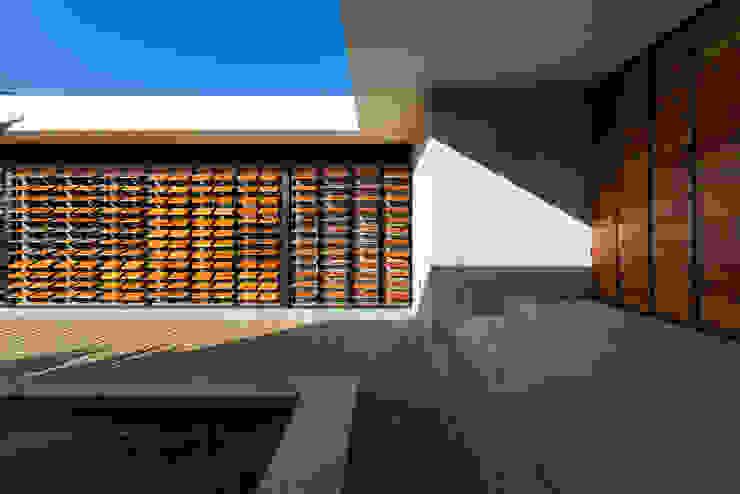 Fachada Interior: Casas de estilo  por Taller Estilo Arquitectura, Moderno