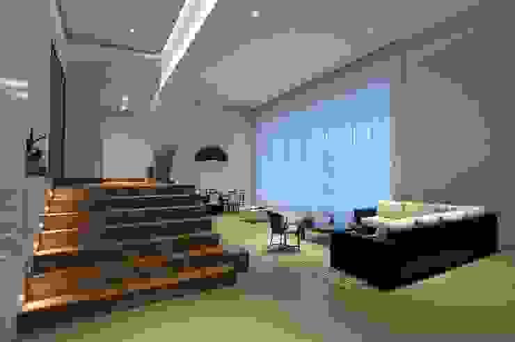 Projeto Corredores, halls e escadas modernos por alexandre chaguri arquitetura Moderno