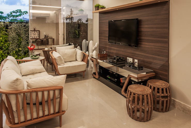Living room by Heloisa Titan Arquitetura,