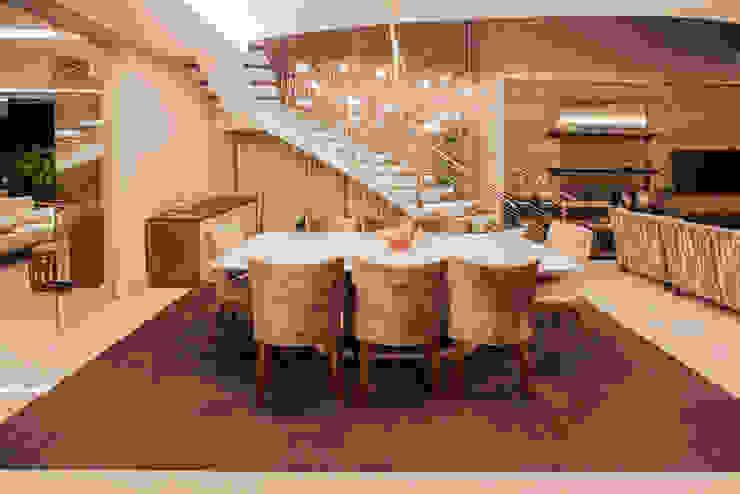 Projeto ห้องโถงทางเดินและบันไดสมัยใหม่ โดย Heloisa Titan Arquitetura โมเดิร์น