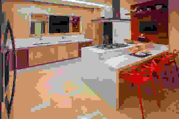 Projeto Modern kitchen by Heloisa Titan Arquitetura Modern