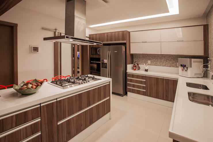 Kitchen by Heloisa Titan Arquitetura