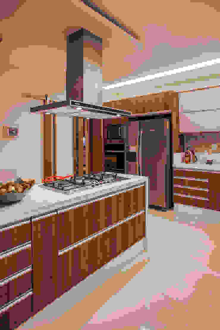 Projeto Modern style kitchen by Heloisa Titan Arquitetura Modern