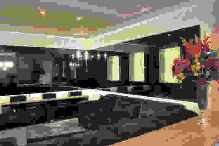 Home Theater Residência Salas multimídia clássicas por Penha Alba Arquitetura e Interiores Clássico