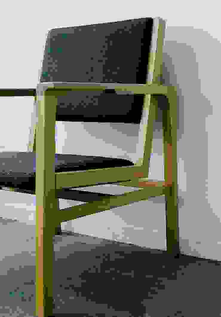 FUKERI CHAIR: ROIRO (ANGRAPH Co.,Ltd.)が手掛けた素朴なです。,ラスティック 木 木目調