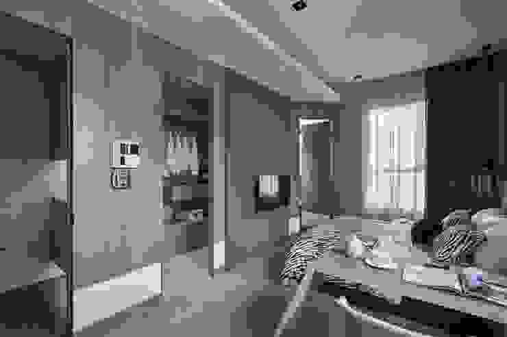 Chambre moderne par KD Panels Moderne Bois Effet bois