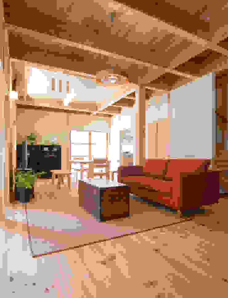 ながさ木の家 和風デザインの リビング の AMI ENVIRONMENT DESIGN/アミ環境デザイン 和風