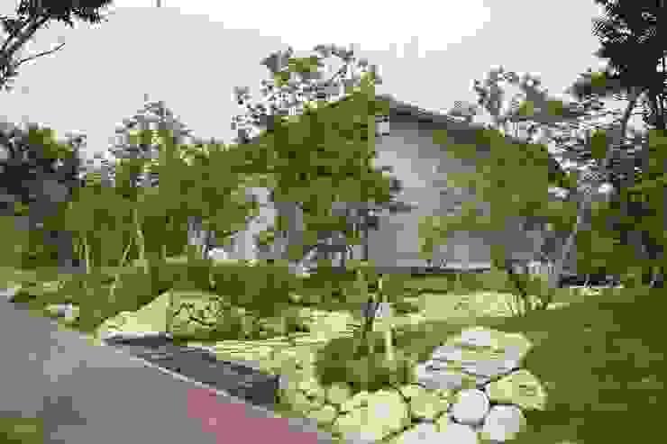 還空荘 アジア風 庭 の AMI ENVIRONMENT DESIGN/アミ環境デザイン 和風