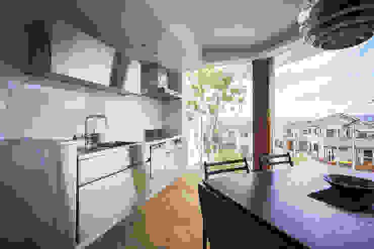 Modern kitchen by プラスアトリエ一級建築士事務所 Modern