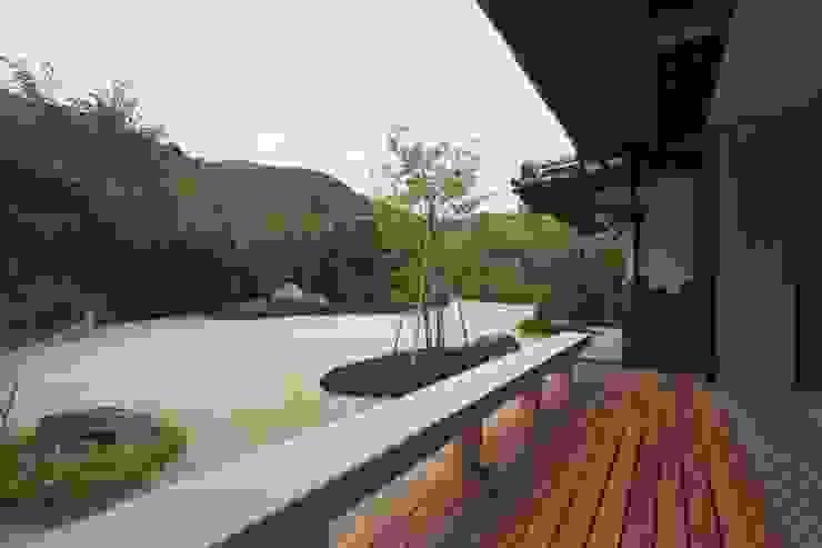 豊浦町の家 和風デザインの テラス の AMI ENVIRONMENT DESIGN/アミ環境デザイン 和風