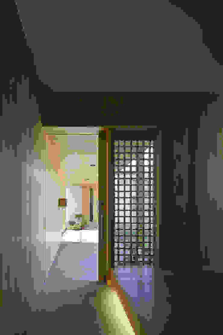 仲庭の家 モダンスタイルの 玄関&廊下&階段 の プラスアトリエ一級建築士事務所 モダン