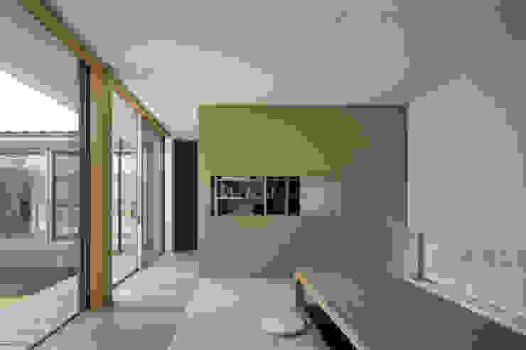仲庭の家 モダンデザインの 多目的室 の プラスアトリエ一級建築士事務所 モダン
