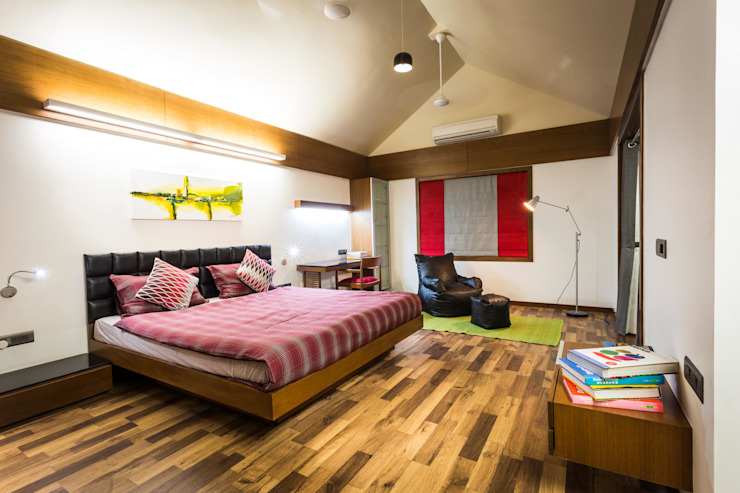 Chandresh bhai interiors:  Bedroom by Vipul Patel Architects