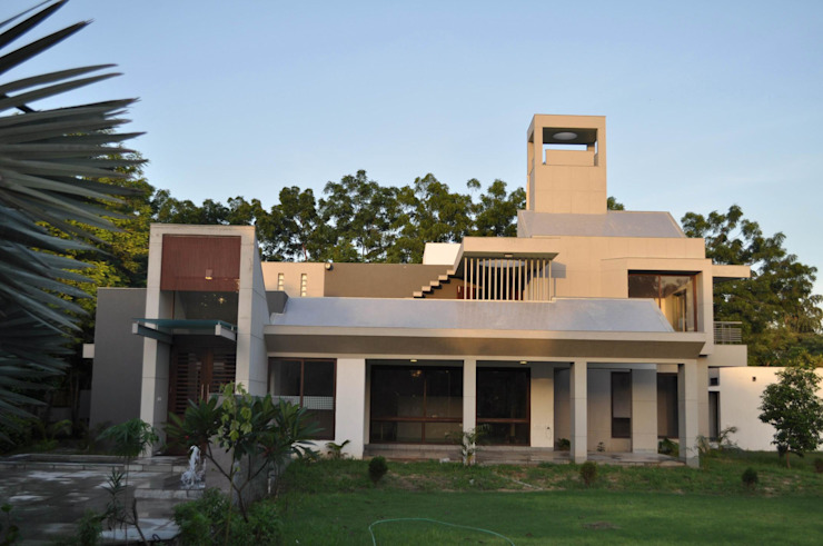 Weekend house Modern houses by Vipul Patel Architects Modern