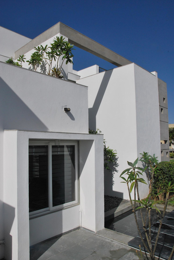 Mr. Ashwin's house Modern houses by Vipul Patel Architects Modern