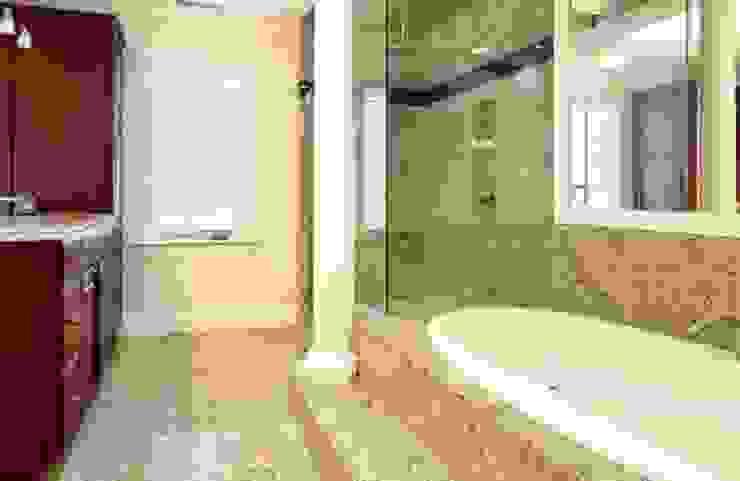 Projetos Residenciais Banheiros modernos por Karen Falcochio Arquiteta e Urbanista Moderno