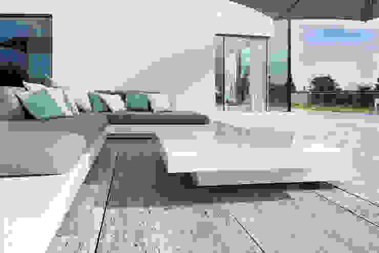 Balcone, Veranda & Terrazza in stile minimalista di Förstl Naturstein Minimalista Calcare