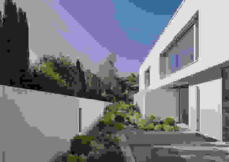 Villa en bordure de forêt Maisons modernes par dl-c, designlab-construction sa Moderne
