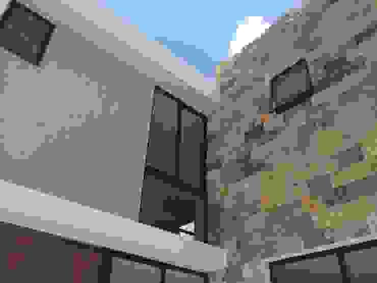 LOTE 10 PRIVADA VILLAS 309 FRACC. MONTEBELLO Casas modernas de Carrillo y Peon, Arquitectos Moderno