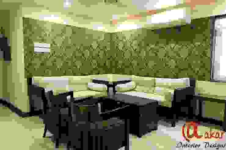 Mr. Chandak's Duplex Apartment:  Living room by ES Designs