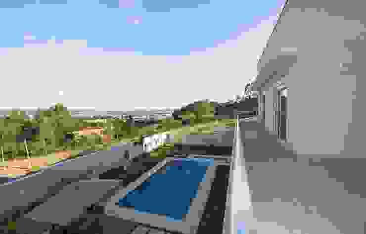 Casa, Condomínio Ibi Aram, Itupeva, São Paulo, Brasil Piscinas modernas por Larissa Carbone Arquitetura e Interiores Moderno