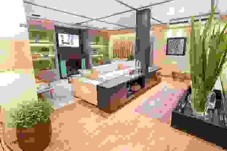 FAIRTEC 2015 Salas de estar modernas por Gouveia e Bertoldi Design de Interiores Moderno