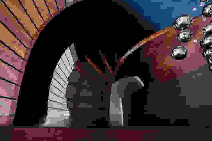 DOM W LESZNIE Nowoczesny korytarz, przedpokój i schody od DECOCAFE Nowoczesny