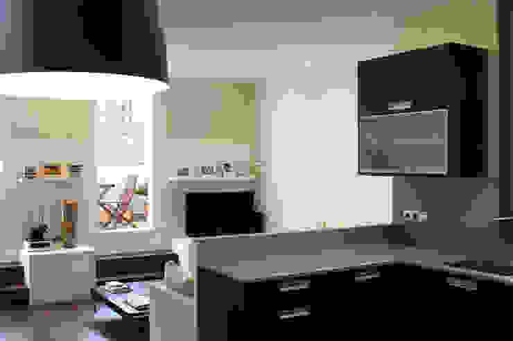 Modern Kitchen by Obra de Eva Modern