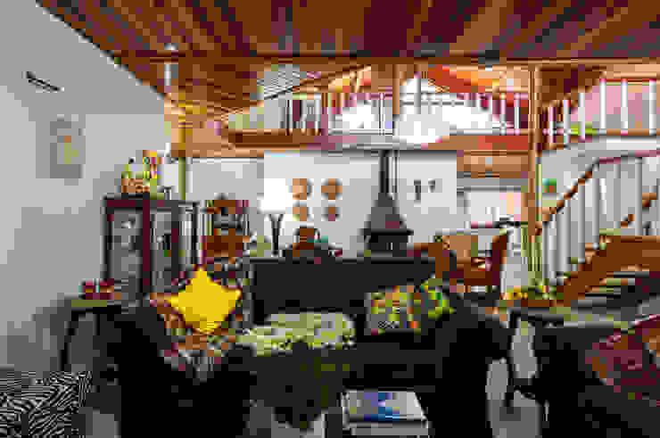 de Elisabeth Berlato Arquitetura, Interiores e Paisagismo Rural Madera Acabado en madera