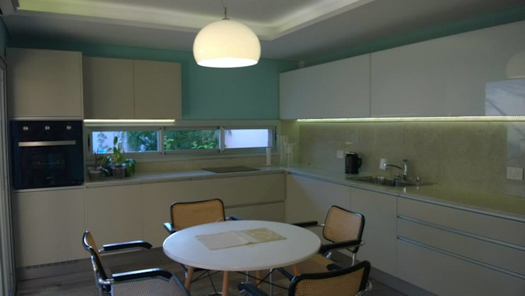 Casa PB Cocinas clásicas de LS+M Clásico
