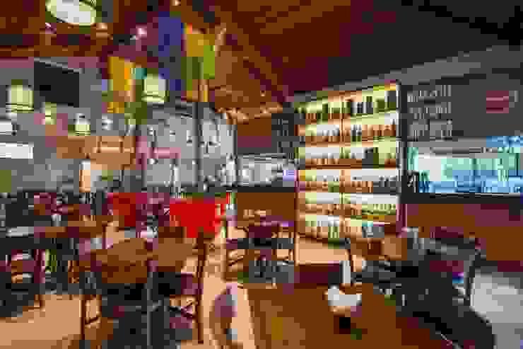 ESPAÇO INTERNO Espaços gastronômicos modernos por Larissa Carbone Arquitetura e Interiores Moderno