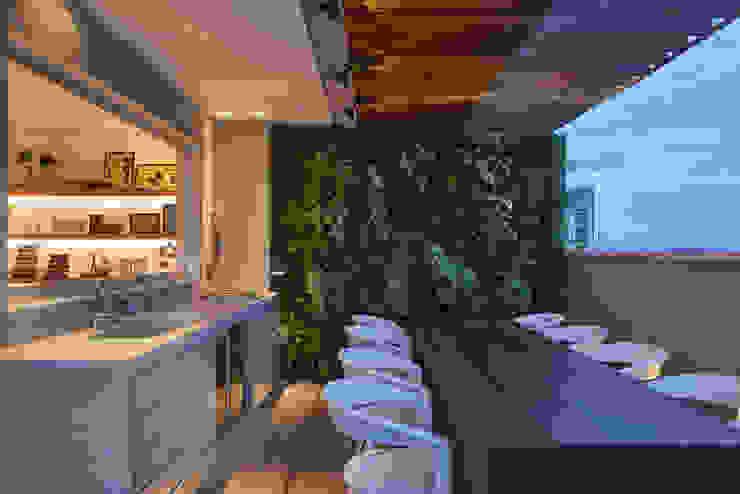Terrace by Piacesi Arquitetos, Modern