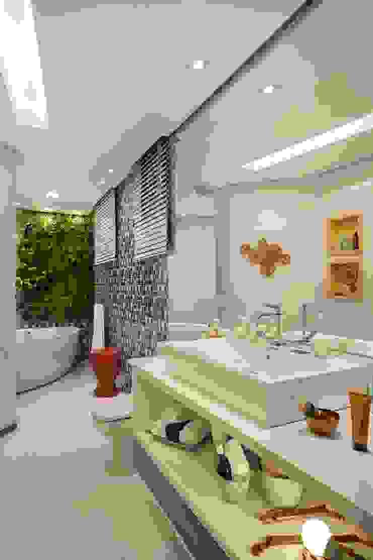 Banheiro do Esportista Banheiros modernos por Mericia Caldas Arquitetura Moderno