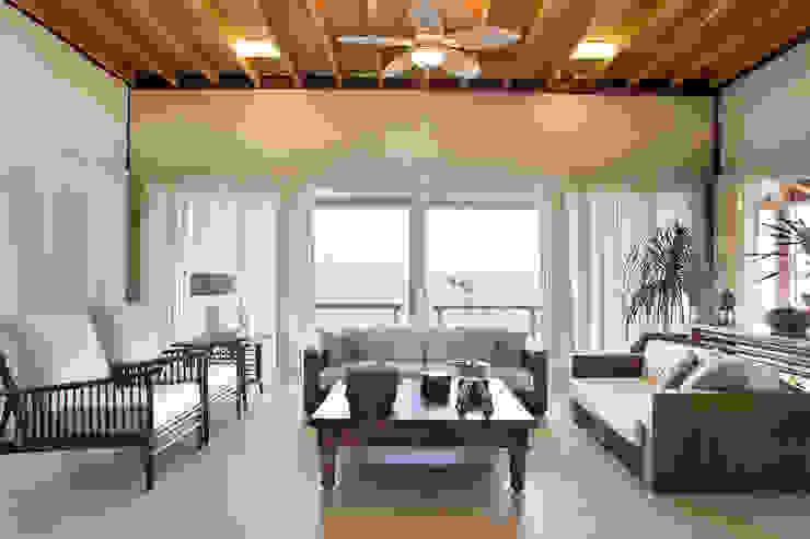 Casa Fazenda CC Salas de estar rústicas por Silvia Cabrino Arquitetura e Interiores Rústico