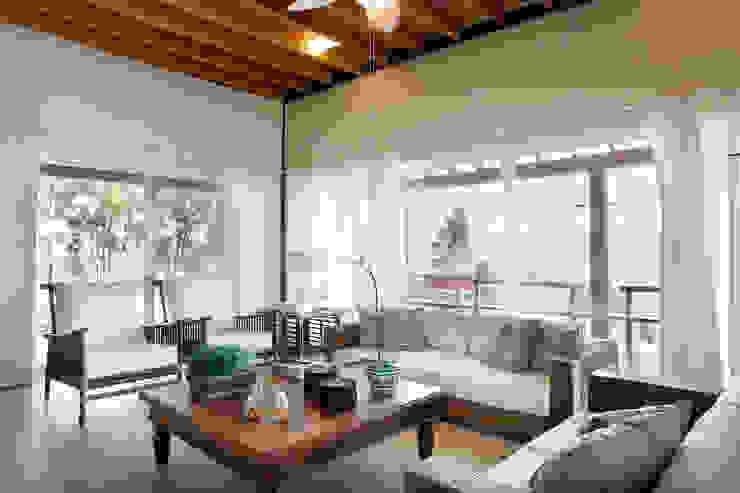 Silvia Cabrino Arquitetura e Interiores Living room