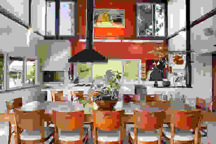 Casa Fazenda CC: Salas de jantar  por Silvia Cabrino Arquitetura e Interiores,Rústico