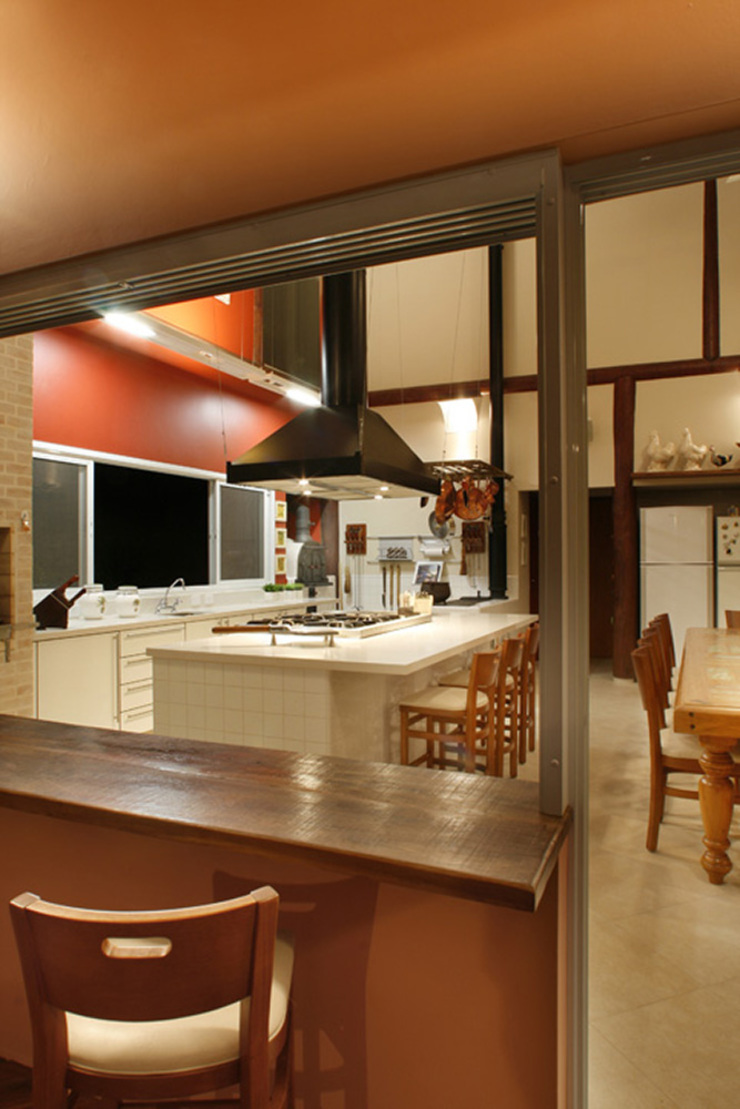 Silvia Cabrino Arquitetura e Interiores Rustic style dining room