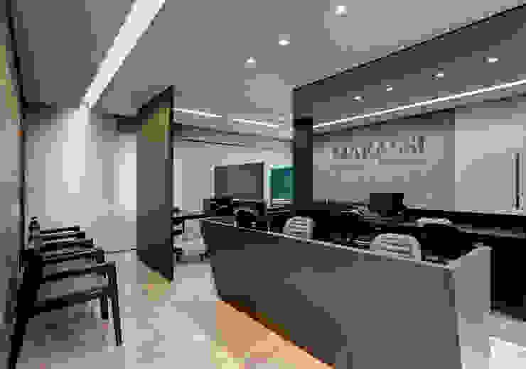 Marassi Espaços comerciais modernos por Piacesi Arquitetos Moderno