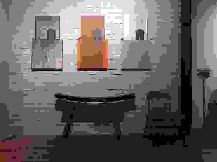 CASA KI: Pasillos y recibidores de estilo  por Jimena Fullana,Clásico