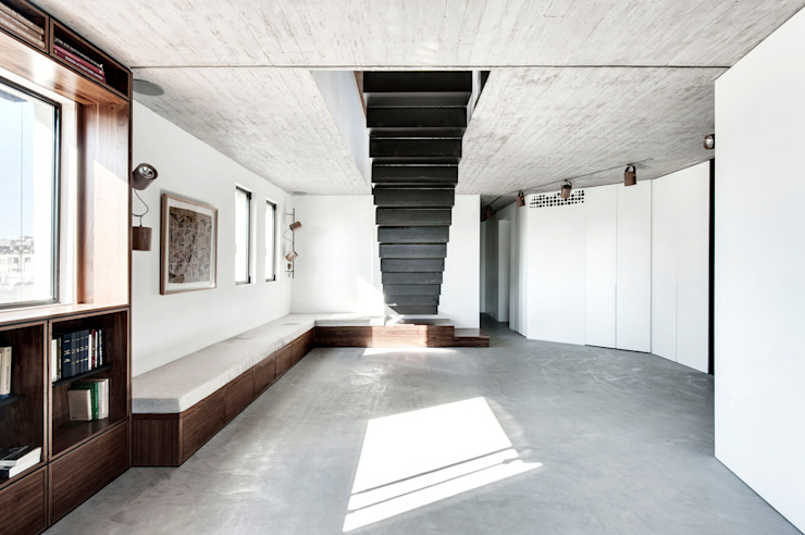 Duplex Penthouse in Tel Aviv Salon minimaliste par toledano + architects Minimaliste Béton