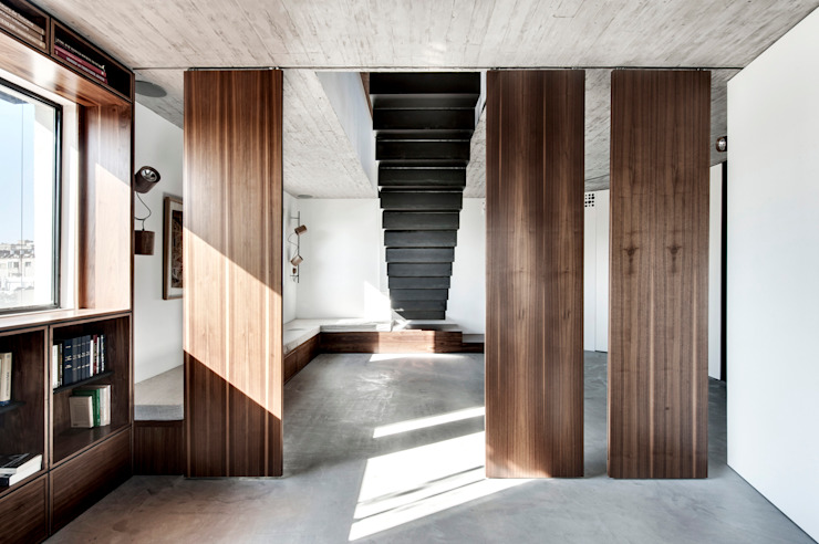 Duplex Penthouse in Tel Aviv Salon minimaliste par toledano + architects Minimaliste Bois Effet bois