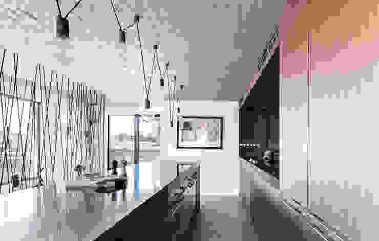 Duplex Penthouse in Tel Aviv Cuisine minimaliste par toledano + architects Minimaliste Bois Effet bois