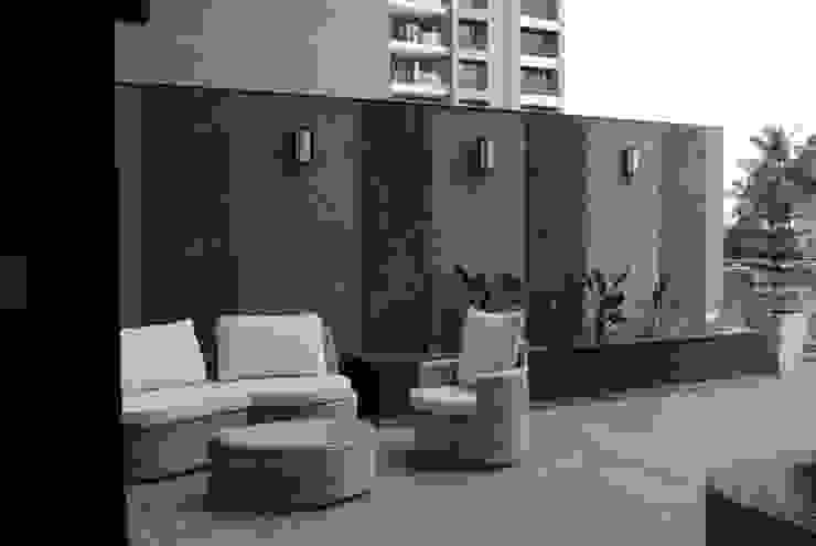 Pebble bay. Modern balcony, veranda & terrace by Construction Associates Modern