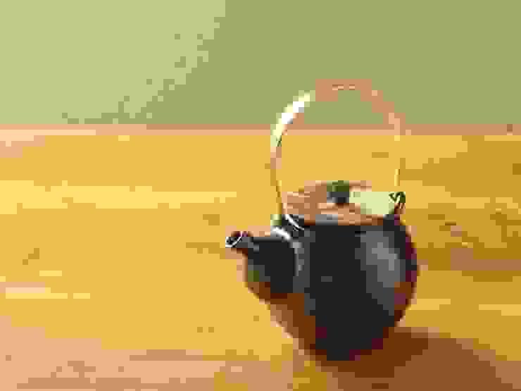 黒釉土瓶 モダンな キッチン の 古荘美紀 Furusho Miki モダン セラミック