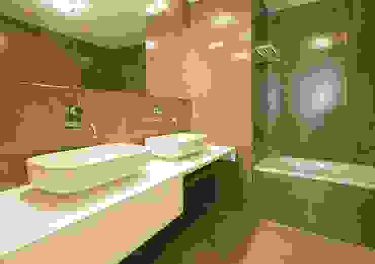 3 A . Rua do Norte n.º28 Casas de banho modernas por Pedro Ferro Alpalhão Arquitecto Moderno
