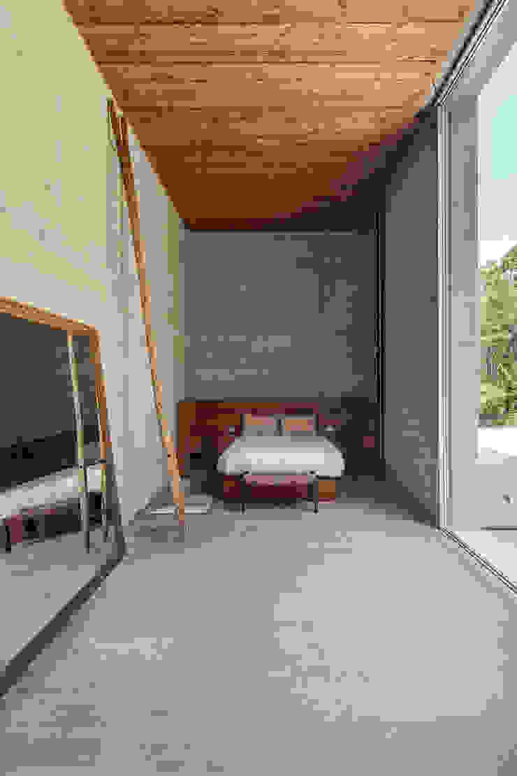 Carvalho Araújo Dormitorios de estilo moderno Hormigón Gris